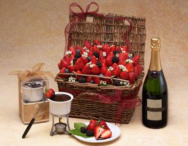 Fresh Berry Basket with Fondue Set